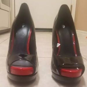 Mossimo red & black size 9 high heels